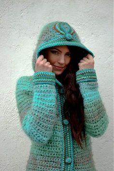 Tämä takki on todella upea Crochet Coat, Crochet Jacket, Crochet Cardigan, Crochet Shawl, Crochet Clothes, Crochet Sweaters, Moda Crochet, Angora, Fall Winter Outfits