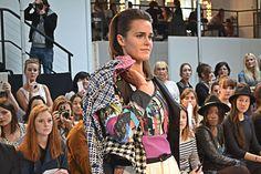 """Défilé, thème """"Tweed et carreaux"""", ensemble colorée  www.mode-estah.fr"""