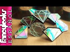 Make a diamond with CDs Old Cd Crafts, Cute Crafts, Arts And Crafts, Diy Crafts, Recycled Cds, Recycled Jewelry, Recycled Bottles, Cd Project, Cd Diy