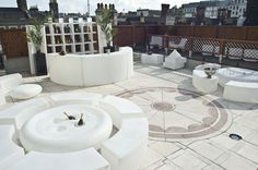 Soho Sky Terrace at 5 star hotel: Courthouse Hotel. This hotel's address is: Great Marlborough Street London and have 112 rooms Hilton Hotel London, London Hotels, London Places, London Pubs, Bars London, London Food, Rooftop Restaurant, Rooftop Lounge, Rooftop Design