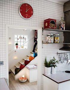 Klädda väggar med mosaik i 5x5stl från golv till tak