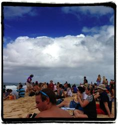 People watching at the Pipe Masters. — at Pipeline, North Shore Oahu, Hawaii.
