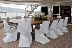 designboom sits down with CRN chief interior designer costanza pazzi Modern Room, Modern Chairs, White Dining Chairs, Dining Table, Ibiza, Origami Chair, Boat Table, Minimalist Dining Room, Luxury Interior Design