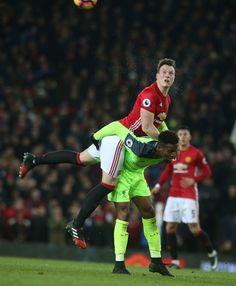 Lo dicho, se dieron cachucha también Phil Jones y Divock Origi, en el super clásico entre el glorioso MUFC y el Liverpool FC.