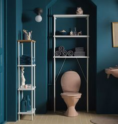 A blue bathroom with a free-standing shelf unit in white with a top shelf in bamboo. And a wall-mounted open storage above the toilet with toilet articles and extra towels. Ikea 2015, Ikea Regal, Ikea Kallax Regal, Ikea Bathroom, Bathroom Furniture, Bathroom Storage, Teen Furniture, Furniture Design, Plywood Furniture