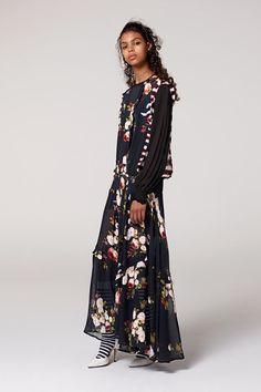 Guarda la sfilata di moda Preen Line a Londra e scopri la collezione di abiti e accessori per la stagione Pre-Collezioni Autunno-Inverno 2017-18.
