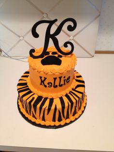 Awesome tiger cake with tiger stripes inside