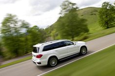 Mercedes-Benz GL 63 AMG. Fuel consumption combined: 12,3 l/100km, CO2 emissions combined: 288 g/km. #MBCars
