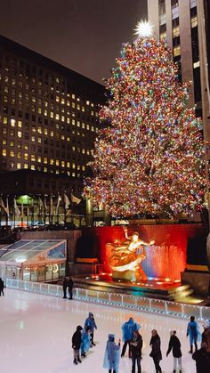 One of the best things to do in NYC during the holidays is ice skating in Rockefeller Plaza New York Winter, Winter In Nyc, Nyc Fall, New York City Christmas, Christmas Travel, Christmas In New York, Christmas Town, New York Life, Nyc Life
