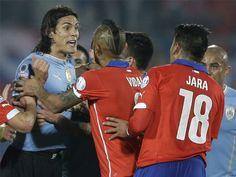 Edinson Cavani se reencontrará con el chileno Gonzalo Jara el próximo 17 de noviembre en Montevideo. Octubre 23, 2015.