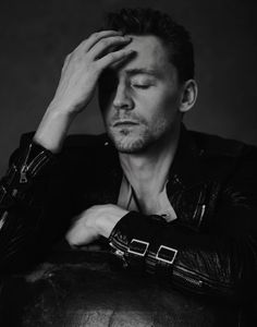 Pin by lake farrar on ooh la la. loki, que guapo, chicos Thomas William Hiddleston, Tom Hiddleston Loki, Beautiful Men, Beautiful People, Beautiful Flowers, Beautiful Places, Marvel Actors, Marvel Man, Tom Holland