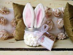 Een paashaas knutselen om snoepjes of paaseitjes te bewaren. En meteen ook leuke paasdecoratie!