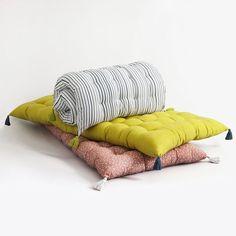Matelas tapissier futon capitonn pour lit banquette sol - Gros coussin pour banquette ...