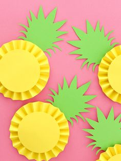 Three Ways to Make Paper Rosette Fruit DIY Selbst gemachte Party Deko aus Papier Ananas Rosetten als Aloha Party, Luau Party, Flamingo Party, Flamingo Birthday, Diy With Kids, Summer Crafts For Kids, Summer Diy, Arts And Crafts For Kids Easy, Diy Paper