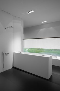 Bathroom area with the Down-in-Line seamless Kreon lighting _