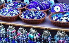 L'amuleto turco, contro il Malocchio Quante volta vi sarà capitato di vedere bancarelle piene del famoso amuleto : Occhio di Allah? Ma vi siete mai chiesti quale sia il suo vero significato e quale storia racconta? Una grande tradizione #turchia #grecia #egeo #sfortuna