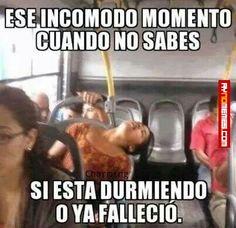 Ese incómodo momento en el bus... - #aynomemes - http://www.aynomemes.com/memes/ese-incomodo-momento-en-el-bus/