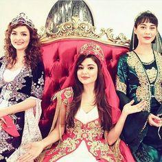 Look like a princess Cute Beauty, Beauty Full Girl, Bollywood Stars, Bollywood Fashion, Murat And Hayat Pics, Prity Girl, Cute Babies Photography, Arab Girls, Hande Ercel