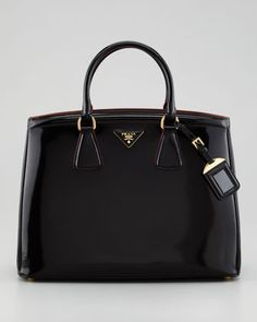 d8a66b5cb4b9 Handbag heaven · I have this baby and it is one of the best bags I ve ever