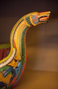 This is a drinking-vessel carved and painted by Lars Kinsarvik.