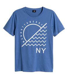 T-shirt men print products trendy ideas Shirt Logo Design, Tee Shirt Designs, Tee Design, Cool Graphic Tees, Graphic Shirts, Printed Shirts, Simple Shirts, Casual T Shirts, Cool Shirts