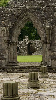 This is is a ruin of a chapter house in Scotland. A chapter house is a room in which meetings were held and discipline was enforced. This was a characteristic of Medieval society. Beautiful Ruins, Beautiful Places, Abandoned Buildings, Abandoned Places, The Places Youll Go, Places To See, England And Scotland, Scotland Uk, Somerset England