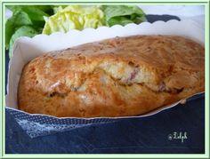 Un petit cake rapide que vous pourrez servir en fines tranches pour un petit apéro grignotage, ou pour apporter en pique-nique ou tout simplement avec une petite salade pour un soir de la semaine... Ingrédients: 3 œufs 180g de farine 1 c à c de levure...