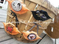 Black Ravens Crab, and Orange Orioles Crab! Baltimore Crab, Baltimore Wedding, Baltimore Ravens, Crab Art, Cool Things To Make, Things To Sell, Crab Shells, Shell Decorations, Purple Bird