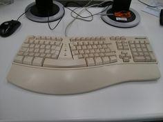 Mi teclado Microsoft va para 20 años conmigo. Me sigue a todos los sitios donde me envían a trabajar