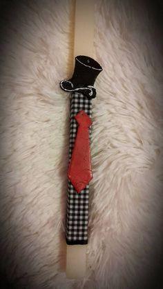 """Λαμπάδα ιβουάρ με ημίψηλο καπέλο και γραβάτα. fb:Μικρά Δημιουργήματα """"fgr""""- Little Crafts """"fgr"""""""