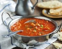 Try our delicious Moroccan Chickpea Soup recipe as part of your weight loss diet plan. Join your nearest Unislim class for more recipes, advice and support! Moroccan Chickpea Soup Recipes, Harira Recipe, Quick Tomato Soup, Salsa Verde, Healthy Soup Recipes, Meatless Monday, Food Inspiration, Stuffed Peppers, Meals
