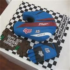 how to make a motorbike helmet cake - Hľadať Googlom Dirt Bike Cakes, Dirt Bike Party, Dirt Bike Birthday, Motocross Cake, Motorcycle Cake, 15th Birthday, 1st Birthday Parties, Birthday Cakes, Birthday Ideas