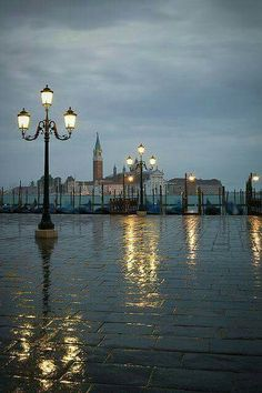Venice, Italy at night - Discovering the beauty in life : Join the Journey http://utm.io/186902