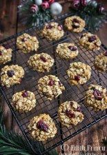 Oats and banana cranberry cookies. Romanian Desserts, Romanian Food, Baby Food Recipes, Cooking Recipes, Healthy Recipes, Cranberry Cookies, Raw Desserts, Breakfast Dessert, Breakfast Ideas