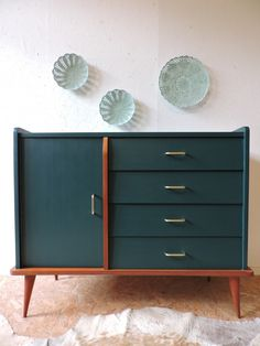 Small sideboard revisited in green duck - furniture Refurbished Furniture, Upcycled Furniture, Furniture Projects, Vintage Furniture, Painted Furniture, Home Furniture, Furniture Design, French Furniture, Retro Furniture Makeover