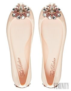 Ted Baker Jemmee Embellished Nude Flat Jelly Shoes - Asos - Received these from my hubby last year. Cute Shoes, Me Too Shoes, Ted Baker, Rain Shoes, Nude Flats, Jelly Shoes, Fashion Shoes, Fashion News, Fashion Online
