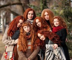 Seven redheads for an inspiring Monday Tuesday Wednesday Thursday Friday Saturday Sunday! Beautiful Red Hair, Beautiful Redhead, Unordentlicher Bob, Curly Hair Styles, Natural Hair Styles, Peinados Pin Up, Girls With Red Hair, Natural Redhead, Ginger Girls