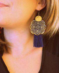 BO Pompons Bleu Nuit Estampes bronze et pastille métal bronze, sur crochet d'oreilles. Modèle LeMd'Arilys - Garanti sans Nickel ni plomb. BO Légères à porter selon ses envies  - 16562217