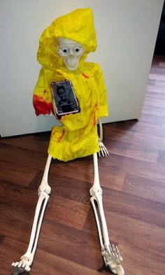 """How to Make a Georgie Skeleton From the Movie """"IT"""" for Halloween. For my Halloween display, I made a Georgie skeleton and paper sailboat from the horror movie """"IT."""" This article includes step-by-step instructions and original photos so you can follow along and make a Georgie skeleton for your own front yard display. Halloween Skeleton Decorations, Halloween Displays, Halloween Skeletons, Halloween 2018, Halloween Make Up, Halloween Party, Scary Films, Horror Movies, Small Balcony Decor"""