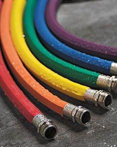 Colorful hoses //  Encontrado en gardeners.com Colorful Rubber Hose En almacén • $69.95 Gardeners Supply