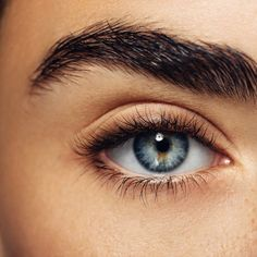 Fuller-looking brows are totally on trend. Here, we're sharing the best hack to get big, bold brows using a variety of eyebrow makeup products. Eye Makeup Steps, Eye Makeup Art, Blue Eye Makeup, Eye Art, Makeup For Brown Eyes, Makeup Eyes, Beautiful Eyes Color, Pretty Eyes, Dye Eyebrows