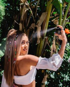 The Celebrity Coachella Hair and Makeup Looks You Won't Want to Miss Vanessa Morgan, Pink Ombre Hair, Best Ombre Hair, Celebrity Hairstyles, Cool Hairstyles, Camila Mendes Riverdale, 90s Grunge Hair, Coachella Hair, Bold Makeup Looks