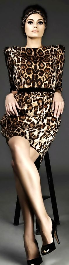 Leopard print outfit. perfection. Cat eyes, class n all x
