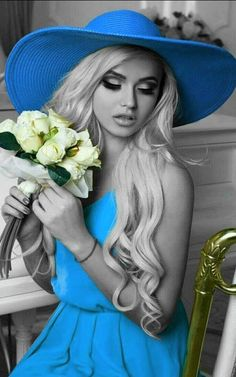 The World in Black and White Black And White Colour, Black And White Pictures, Splash Photography, Fashion Photography, Color Splash, Color Pop, Cavalier Bleu, Photos Fitness, Lady