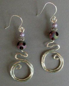 Idea for wire wrapped pendant from these double circles earrings #wirejewelry