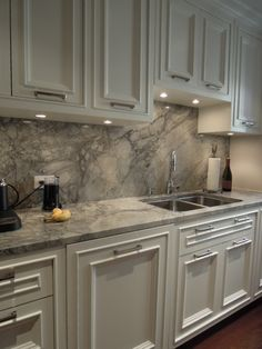 Supreme Kitchen Remodeling Choosing Your New Kitchen Countertops Ideas. Mind Blowing Kitchen Remodeling Choosing Your New Kitchen Countertops Ideas. Granite Backsplash, Kitchen Backsplash, Kitchen Cabinets, Oak Cabinets, Granite Kitchen, White Cabinets, Kitchen With Granite Countertops, Backsplash Ideas, Gray Quartz Countertops