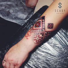 Ideas Of Cool Geometric Tattos Cuff Tattoo, Band Tattoos, Tattoo Skin, Henna Tattoos, Wrist Tattoos, Sexy Tattoos, Unique Tattoos, Body Art Tattoos, Cool Tattoos
