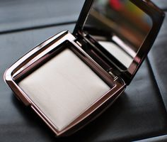 Hourglass Cosmetics Ambient Lighting Powder in Ethereal Light.