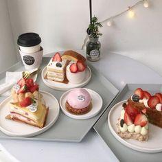 Dessert Drinks, Dessert Recipes, Dessert Food, Sweet Desserts, Good Food, Yummy Food, Cafe Food, Macaron, Aesthetic Food
