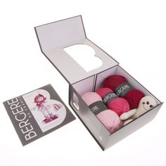 1 Dancing Nina Kit.   The kit includes a 22cm doll, balls of wool for garments and hair, knitting needles, a button and the instructions leaflet. The set comes in a pretty grey box with a magnetic fastening.
